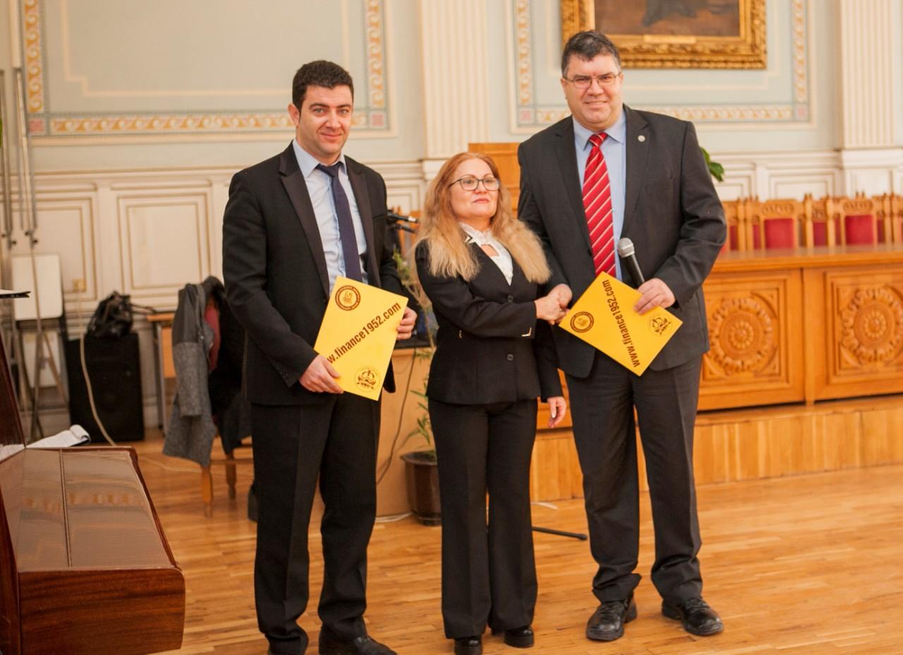 800 лв. награда от финансовата катедра за зрелостници на Търговската гимназия в Свищов (8.2.2019 г.)